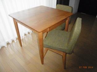 ダイニングテーブルで椅子生活_e0195766_1642561.jpg