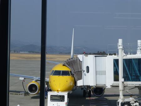 福岡県小倉シリーズ  小型ジェット機 エンブラエル175に乗る_b0011584_6413182.jpg