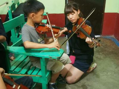 【UUUプロジェクト最終日】子供達への楽器ワークショップと最終コンサート_e0030586_1427848.jpg