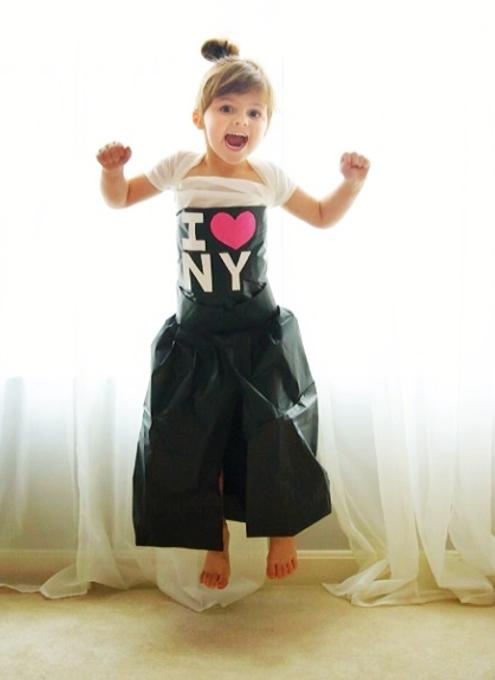 娘のためにペーパークラフトであらゆるデザインのお洋服を作るお母さんのインスタグラム_b0007805_2243497.jpg