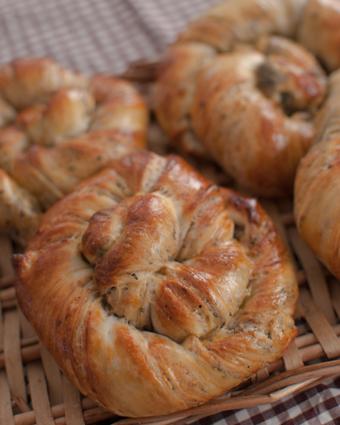 黒豆の折込パン&タイガーロール試作♪_a0175348_13271418.jpg