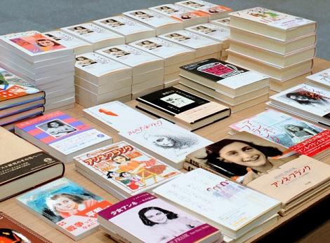 公立図書館で「アンネの日記」が破られて_d0183174_8323627.jpg