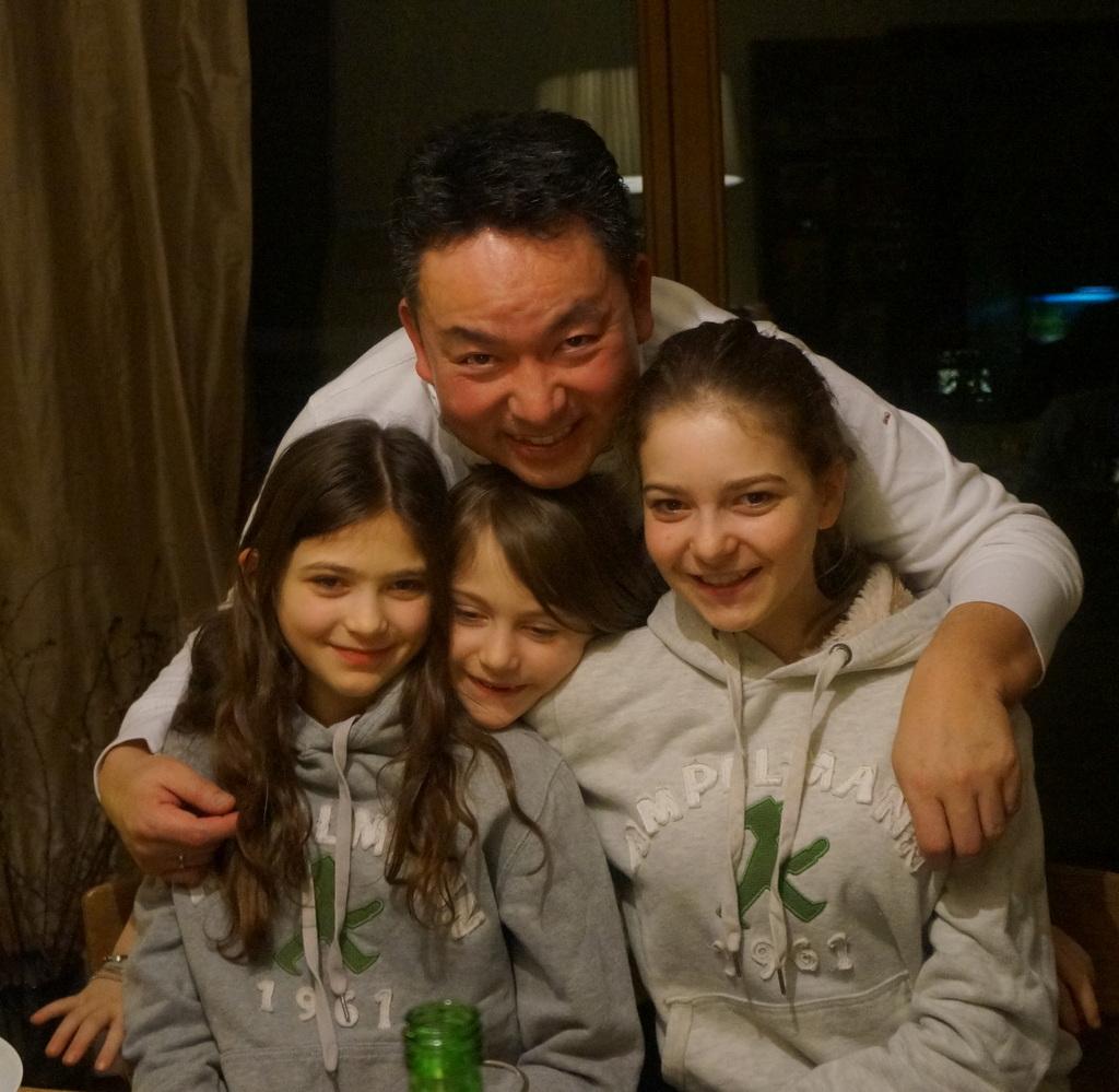 可愛い三姉妹と巻寿し作りの会。_c0180686_05085228.jpg