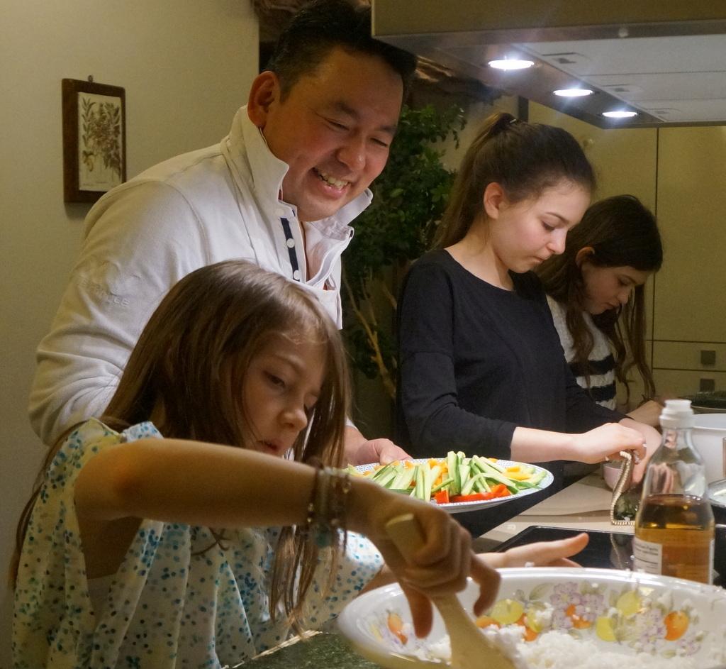 可愛い三姉妹と巻寿し作りの会。_c0180686_05153351.jpg