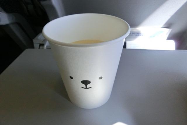 AIR DOで神戸から札幌へ、AIR DOのマスコットのくまくんに見送られ、、神戸空港のお土産品_d0181492_1285264.jpg