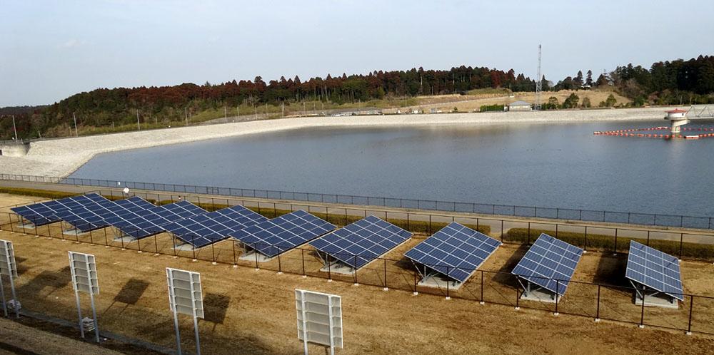 竣工した東金ダム太陽光発電設備_b0114798_1712372.jpg