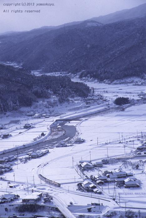 つかの間の雪晴れを行く ~急行街道の残影_d0309612_21434058.jpg