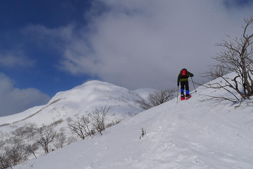 漁岳と小漁山を登ってオコタンペ湖へ、3月2日-その1-_f0138096_2251116.jpg