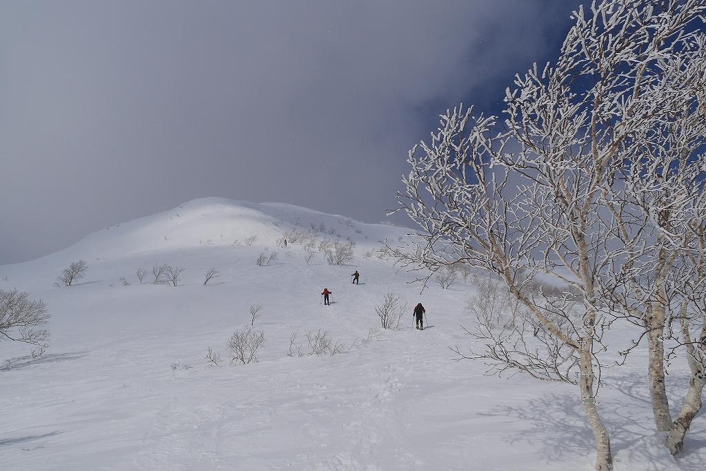 漁岳と小漁山を登ってオコタンペ湖へ、3月2日-その1-_f0138096_2252862.jpg