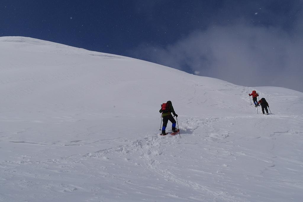 漁岳と小漁山を登ってオコタンペ湖へ、3月2日-その1-_f0138096_2254782.jpg