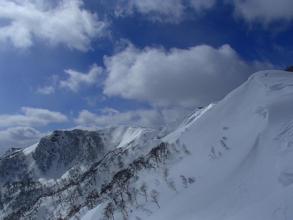 漁岳と小漁山を登ってオコタンペ湖へ、3月2日-その2-_f0138096_14305925.jpg