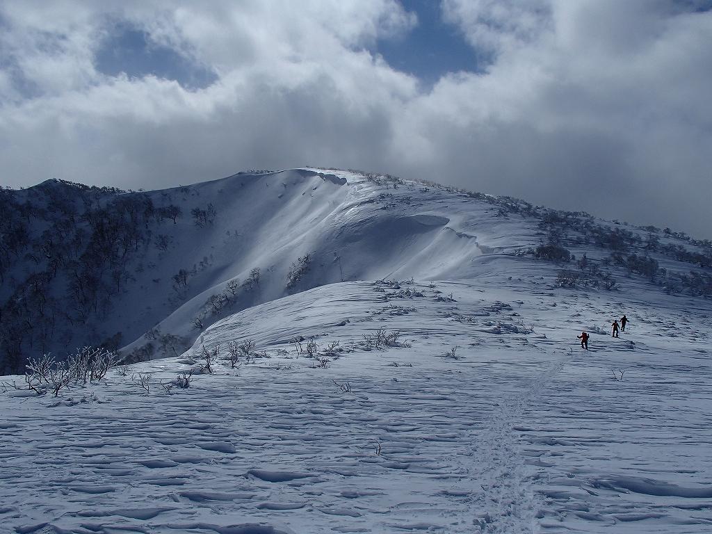 漁岳と小漁山を登ってオコタンペ湖へ、3月2日-その2-_f0138096_14311634.jpg