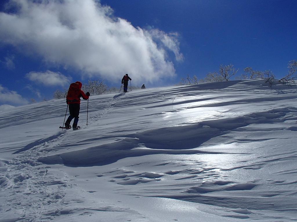 漁岳と小漁山を登ってオコタンペ湖へ、3月2日-その2-_f0138096_14312584.jpg