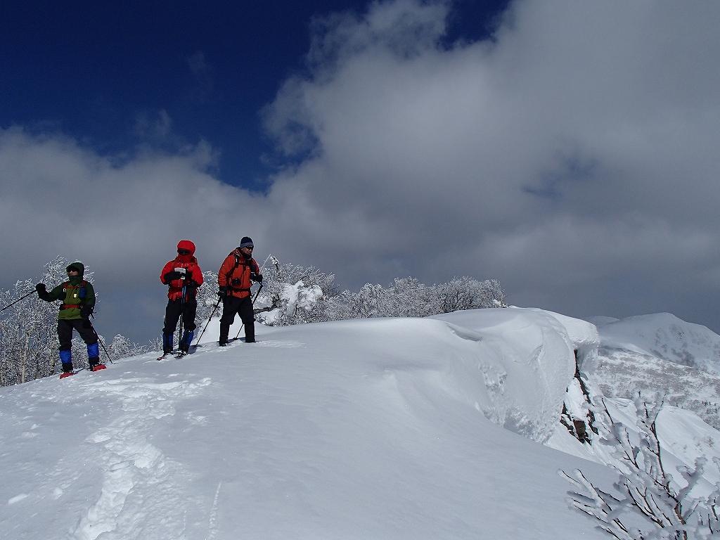 漁岳と小漁山を登ってオコタンペ湖へ、3月2日-その2-_f0138096_1431786.jpg