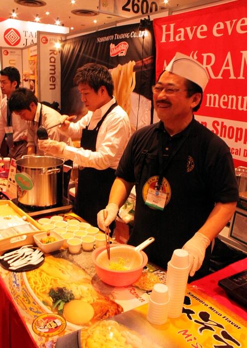 NY国際レストラン&フードサービスショーにTakumi Japan登場!!!_b0007805_23574689.jpg