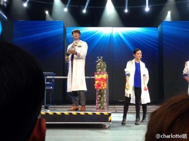 Rain中国のバラエティ番組撮影 白衣を着たり髪の毛をカットしたり_c0047605_8121875.jpg