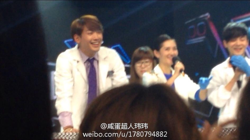 Rain中国のバラエティ番組撮影 白衣を着たり髪の毛をカットしたり_c0047605_8141068.jpg