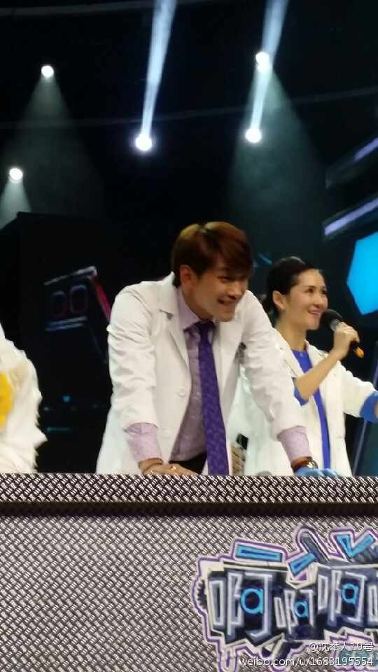 Rain中国のバラエティ番組撮影 白衣を着たり髪の毛をカットしたり_c0047605_8175896.jpg