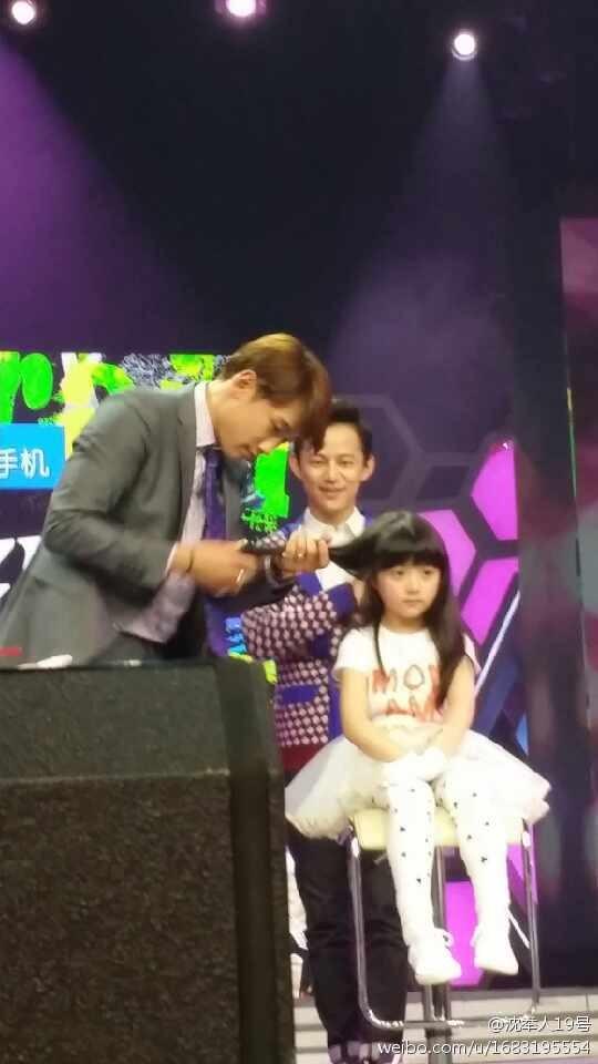 Rain中国のバラエティ番組撮影 白衣を着たり髪の毛をカットしたり_c0047605_87048.jpg