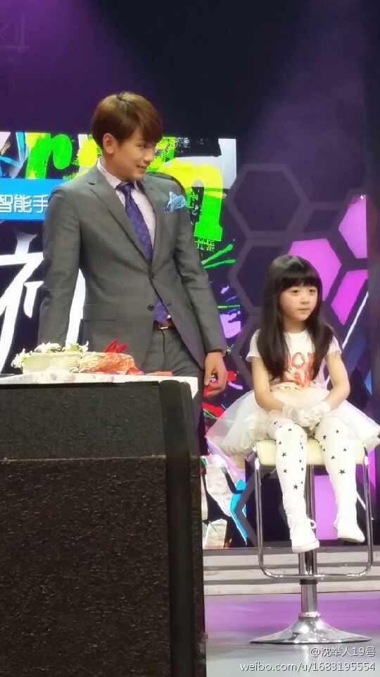 Rain中国のバラエティ番組撮影 白衣を着たり髪の毛をカットしたり_c0047605_874341.jpg
