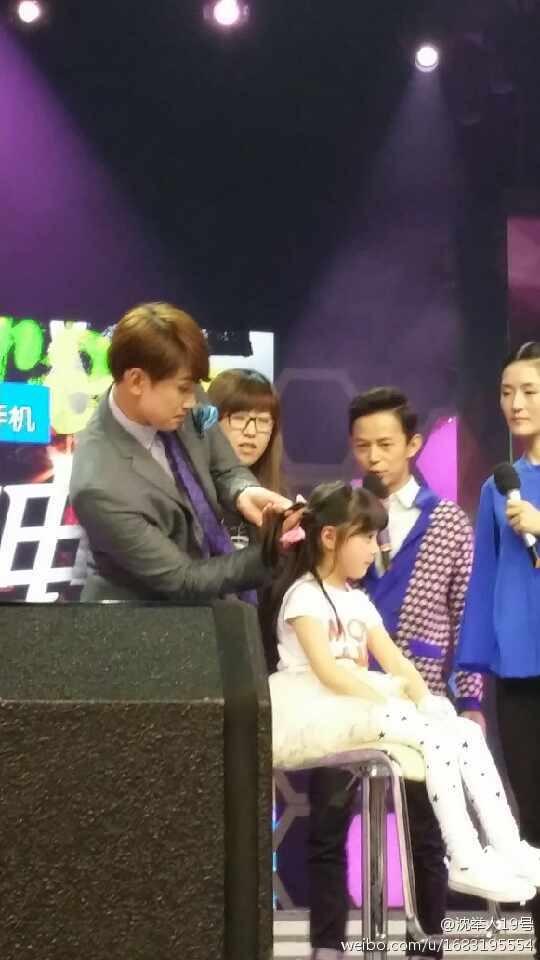 Rain中国のバラエティ番組撮影 白衣を着たり髪の毛をカットしたり_c0047605_881488.jpg