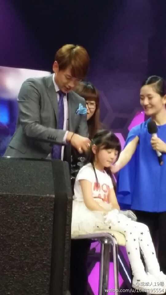 Rain中国のバラエティ番組撮影 白衣を着たり髪の毛をカットしたり_c0047605_882195.jpg