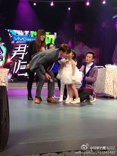 Rain中国のバラエティ番組撮影 白衣を着たり髪の毛をカットしたり_c0047605_891356.jpg