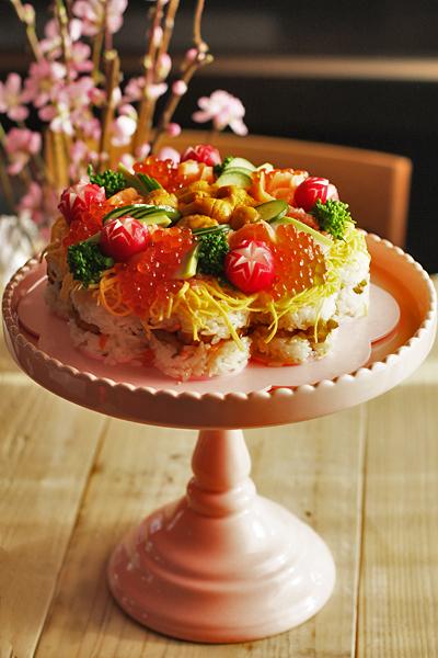 ウニ&いくらをたっぷり乗せた豪華な「ひなまつりお寿司ケーキ」!