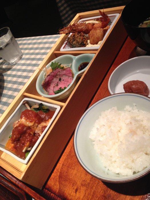 おいしい洋食~御堂筋ロッヂ_b0168840_2338220.jpg