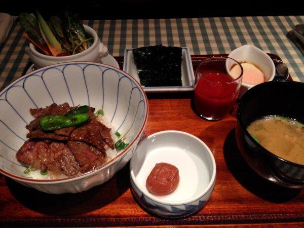 おいしい洋食~御堂筋ロッヂ_b0168840_2339561.jpg