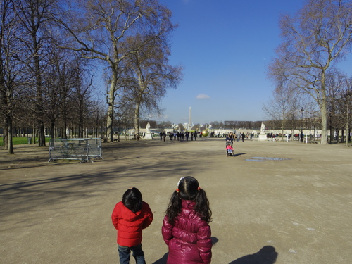 チュイルリー公園でピクニックランチとお散歩とラデファンスの桜_e0123104_4405011.jpg