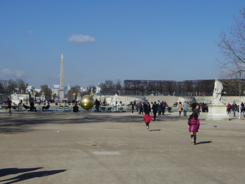 チュイルリー公園でピクニックランチとお散歩とラデファンスの桜_e0123104_446489.jpg