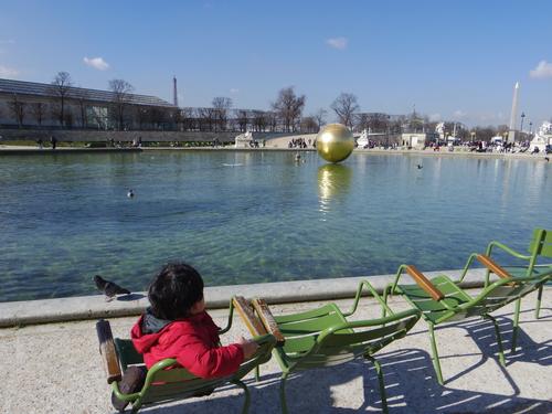 チュイルリー公園でピクニックランチとお散歩とラデファンスの桜_e0123104_4483086.jpg