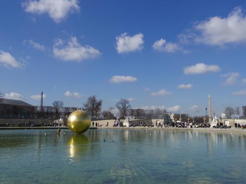 チュイルリー公園でピクニックランチとお散歩とラデファンスの桜_e0123104_4582697.jpg