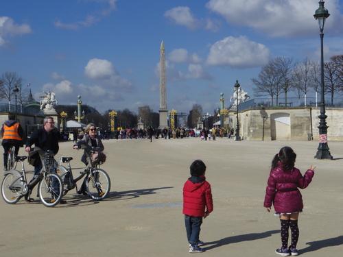 チュイルリー公園でピクニックランチとお散歩とラデファンスの桜_e0123104_5153.jpg