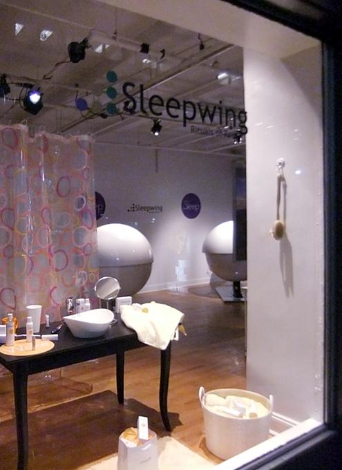 NYの街角に睡眠マシーンのポップアップ展示?!_b0007805_22555159.jpg