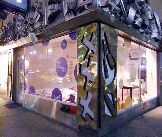 NYの街角に睡眠マシーンのポップアップ展示?!_b0007805_22591756.jpg