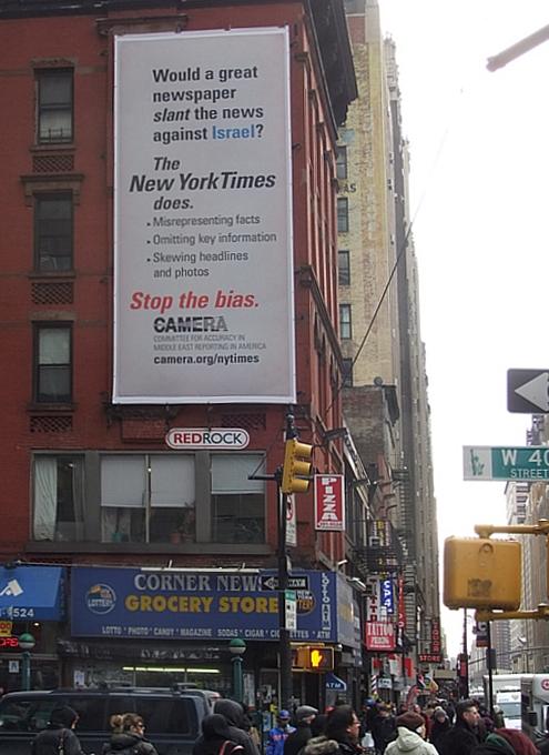 ニューヨーク・タイムズ本社ビル横に登場中の抗議看板_b0007805_13331079.jpg