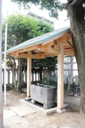氏神様の手水舎、屋根完成。_f0170331_1718118.jpg