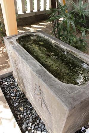 氏神様の手水舎、屋根完成。_f0170331_17195836.jpg