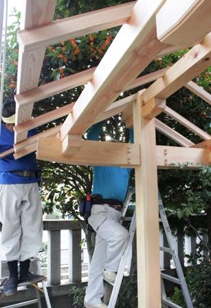 氏神様の手水舎、屋根完成。_f0170331_1719781.jpg