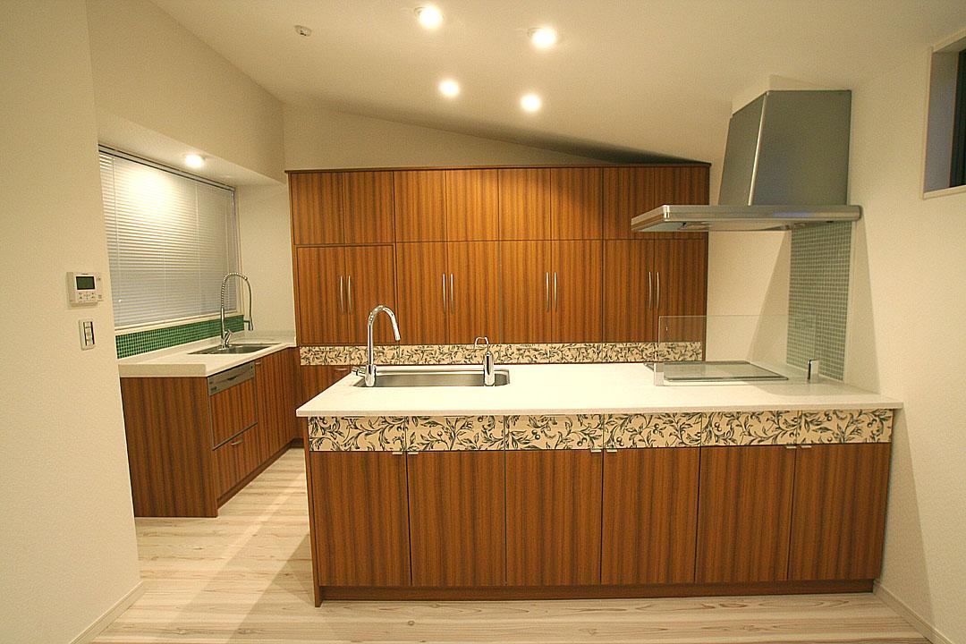ウエストラインにフラワーデザインをほどこしました。DL en邸 刈谷市_f0222049_23123050.jpg