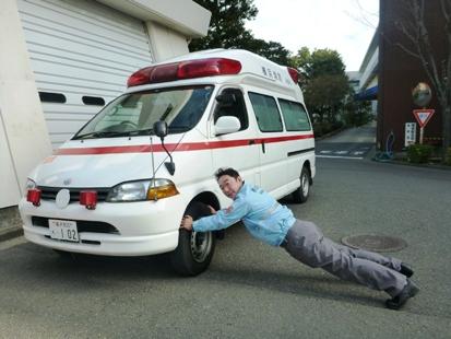 救急車が_e0077899_21521926.jpg