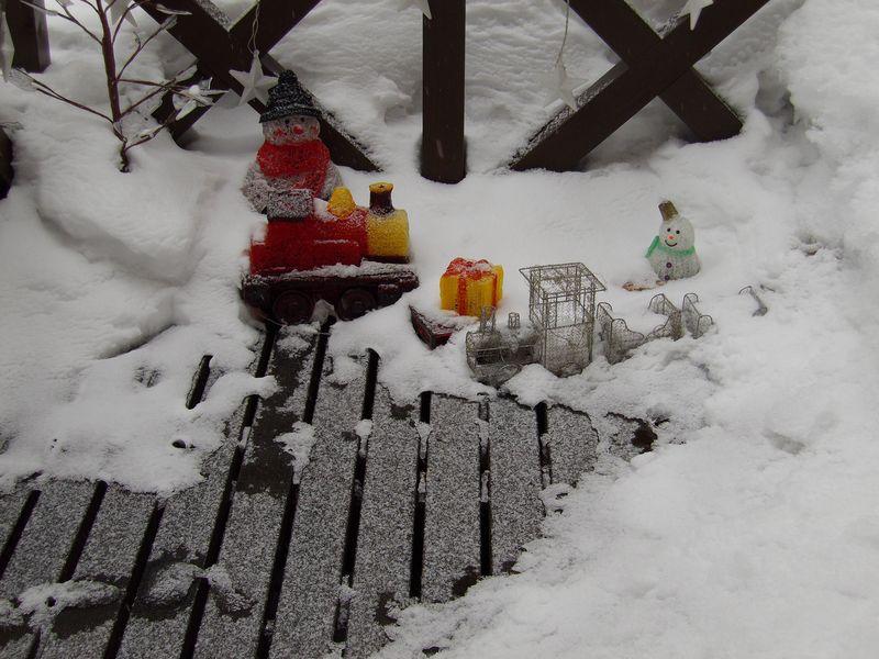 ようやく真冬日を脱したものの再び積雪・気温降下_c0025115_21265723.jpg
