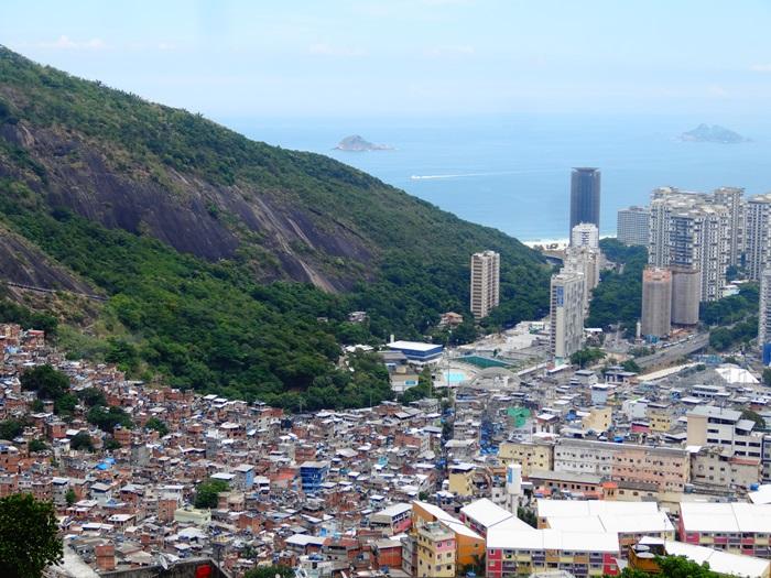 中南米最大のスラム街、ファヴェーラツアー★リオでの日々2(リオデジャネイロ,ブラジル)_e0182138_801452.jpg