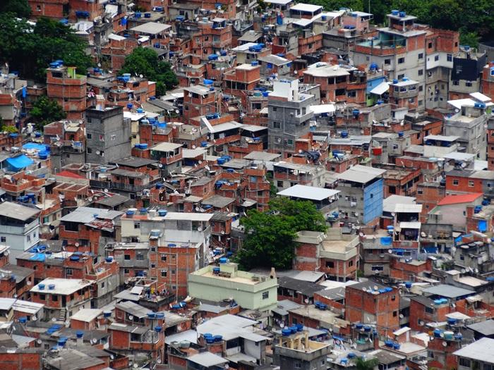 中南米最大のスラム街、ファヴェーラツアー★リオでの日々2(リオデジャネイロ,ブラジル)_e0182138_81525.jpg