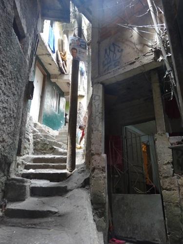 中南米最大のスラム街、ファヴェーラツアー★リオでの日々2(リオデジャネイロ,ブラジル)_e0182138_854370.jpg