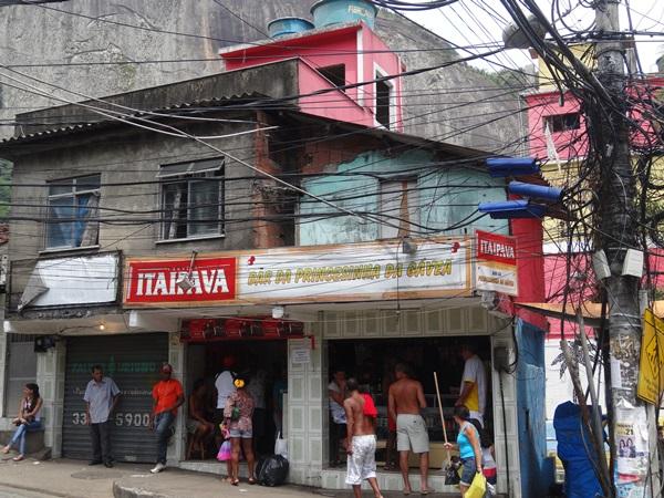 中南米最大のスラム街、ファヴェーラツアー★リオでの日々2(リオデジャネイロ,ブラジル)_e0182138_873438.jpg
