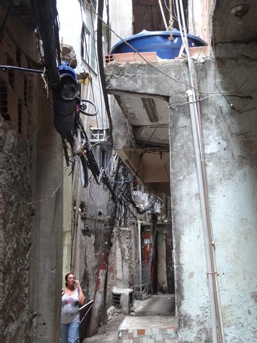 中南米最大のスラム街、ファヴェーラツアー★リオでの日々2(リオデジャネイロ,ブラジル)_e0182138_882167.jpg