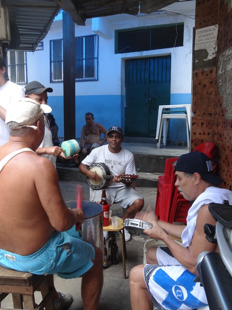 中南米最大のスラム街、ファヴェーラツアー★リオでの日々2(リオデジャネイロ,ブラジル)_e0182138_884196.jpg